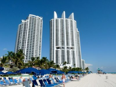 Sunny_Isles_Beach_view_with_Trump_Royale_tower-700x525